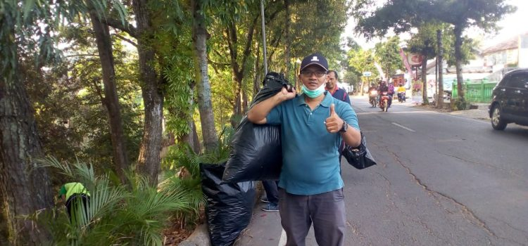 Aksi Pemungutan Sampah Memperingati World Cleanup Day